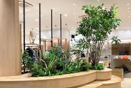 ブランドや店舗イメージに合わせ、小規模~大型ショップまで空間演出。